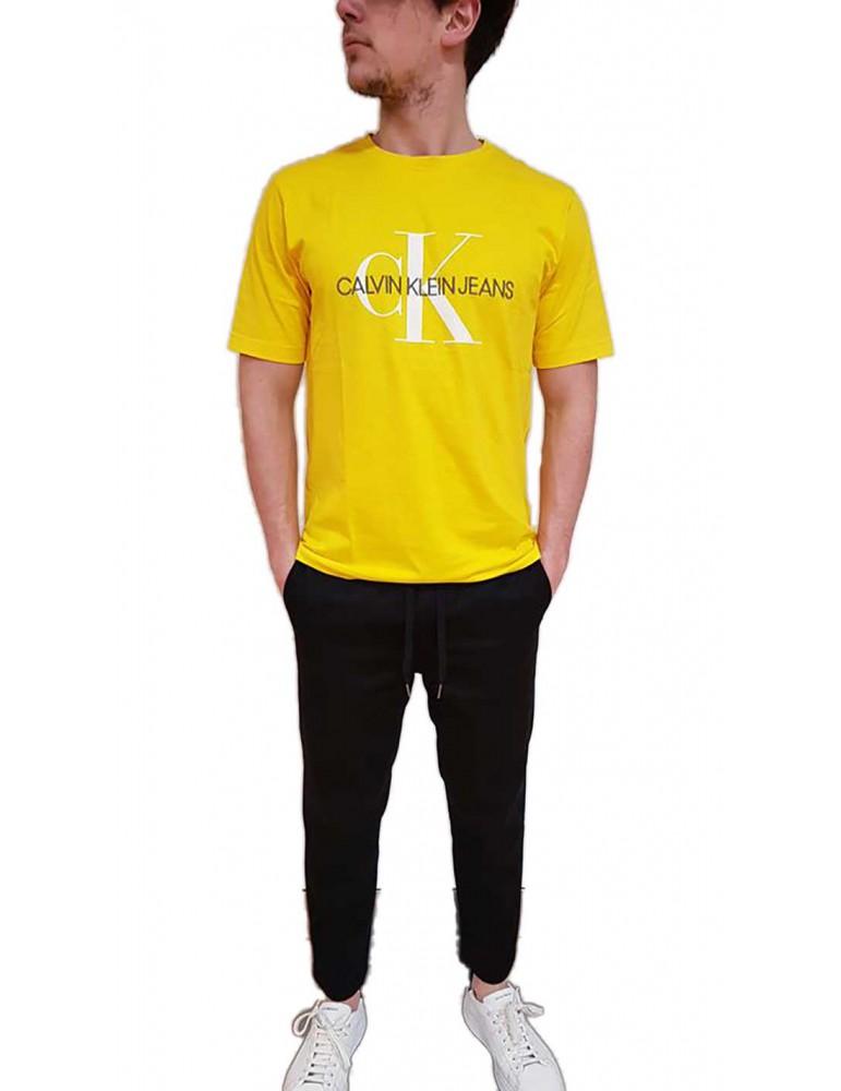 Calvin Klein t shirt gialla con logo a rilievo monogram embro j30j311293797 CALVIN KLEIN JEANS T SHIRT UOMO -40%